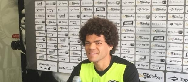 Camilo, novo contratado do Botafogo, tem estreia adiada por falhas no site da Fifa