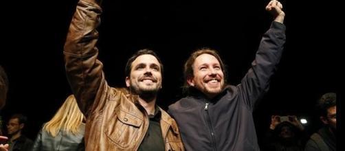 Alberto Garzón y Pablo Iglesias tras su acuerdo electoral.