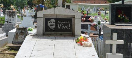Túmulo do ativista Chico Mendes, assassinado em 1988 (Foto: Valter Campanato / Agência Brasil)