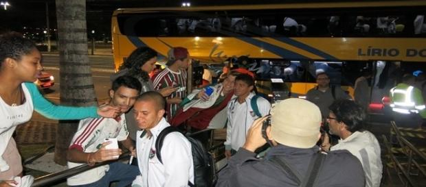 Fluminense chegando ao hotel em Cariacica