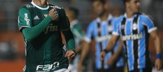 Róger Guedes, atacante do Palmeiras, também virou alvo