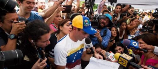 Henrique Capriles Radonski en apoyo a la finalización de la validación de firma con su Operación Remate.