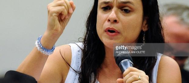 Janaina Paschoal causa polêmica ao mencionar prisão de ex-ministro petista Paulo Bernardo, durante trabalhos da Comissão Especial do Impeachment