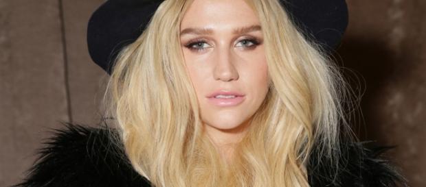 Kesha shares makeup free photo
