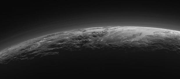 Planeta-anão pode conter vida abaixo da superfície