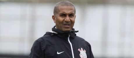 Cristóvão Borges pediu mais jogadores à diretoria do Corinthians.