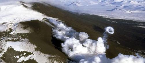 Fumaça no Hekla indica que ele pode entrar em erupção (Reuters)