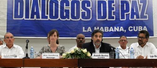 Gobierno de Colombia y FARC celebran acuerdo en recta final de ...