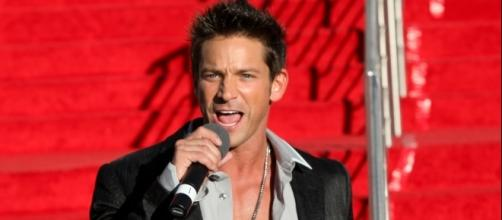 Jeff Timmons of 98 Degrees. Photo by Gabe Ginsberg, courtesy of Wikimedia Commons