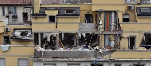 La palazzina di Via Brioschi dove è avvenuta l'esplosione.