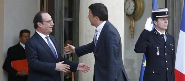 Renzi insieme al Presidente francese Hollande all'Eliseo