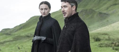 Sansa Stark junto a Meñique - Juego de Tronos