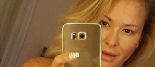 Anastacia, selfie in topless contro il cancro