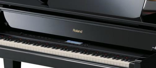 Cuando a mí, un sensible piano, me ocupan como mesa