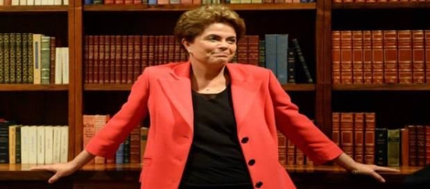 Dilma trabalha com a ideia de plebiscito