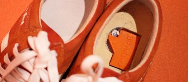 Estas zapatillas te indican la dirección que debes tomar a través ... - actualmovil.com