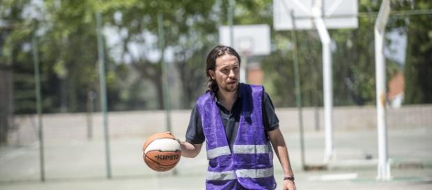 Pablo Iglesias, leader di Podemos, in campagna elettorale