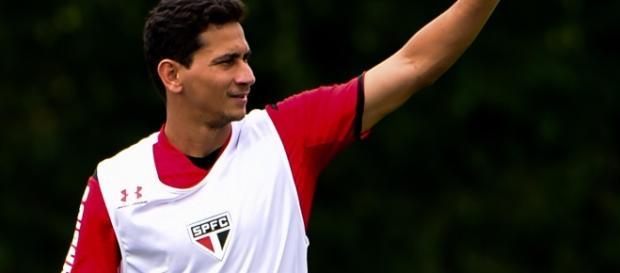 Paulo Henrique Ganso desfalcou o São Paulo no clássico contra o Santos devido a uma lesão