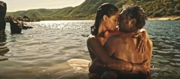 Santo e Tereza fazem sexo no rio