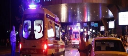 Immagini dell'attentato presso l'aeroporto di Istanbul