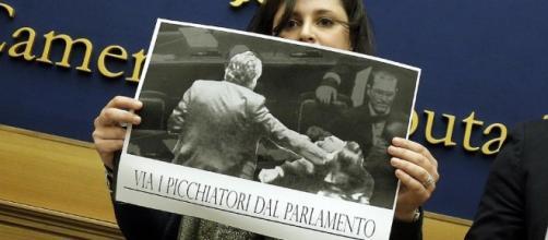Lo sfogo di Lupo: 'Oggi ricevo secondo schiaffo'. Camera non si costituirà parte civile nel processo Dambruoso