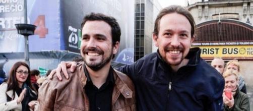 Pablo Iglesias y Alberto Garzón tras llegar a un acuerdo para formar coalición.