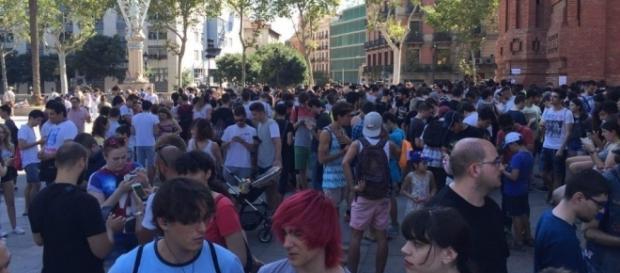 Alrededor de un millar de personas se reunieron para la primera Pokedada en Barcelona
