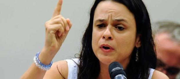Janaina Paschoal rebateu acusações de senador petista na Comissão Especial do Impeachment