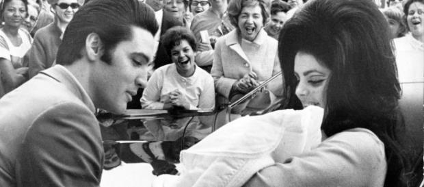 Newborn Lisa Marie with the King and her mother (Wikipedia)