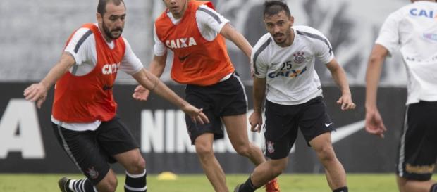 Agora feliz, Romero vai ficar no Corinthians.