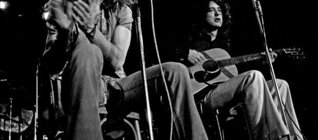 Robert Plant e Jimmy Page, ambos membros da banda Led Zeppelin