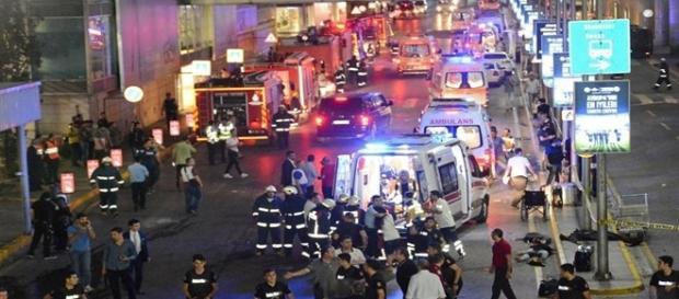 Várias equipes de resgaste foram molibilzadas para socorrer as vítimas