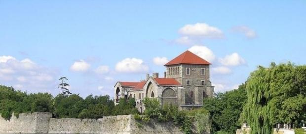 Zamek w Tata. Letnia rezydencja królów