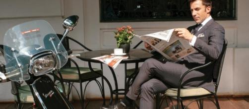 Alessandro Del Piero con un modello di Vespa