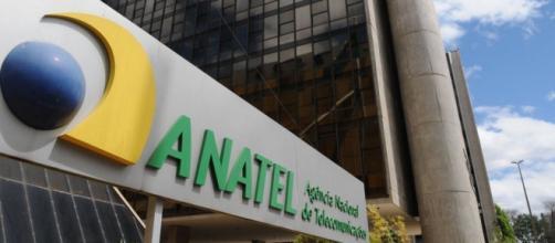 Anatel não vai proibir provedores de internet de banda larga a estabelecerem franquia de dados.