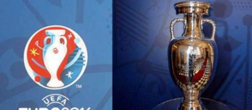 Coppa trofeo e logo Europei 2016