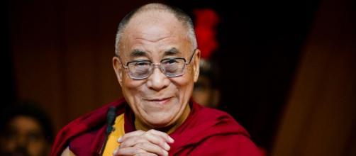 Il Dalai Lama ha criticato le posizioni assunte dal governo tedesco e dall'UE sulla crisi migratoria