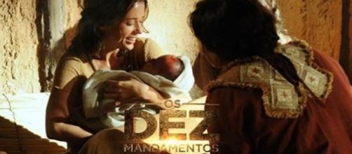 Nascimento do filho de Leila em Os Dez Mandamentos