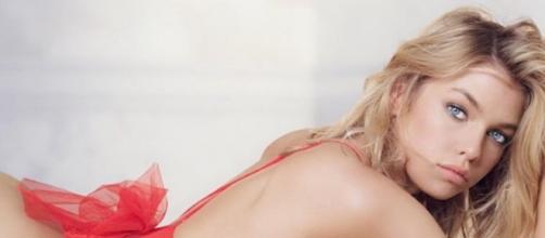 Stella Maxwell, donna più bella del mondo ed ex di Miley Cyrus