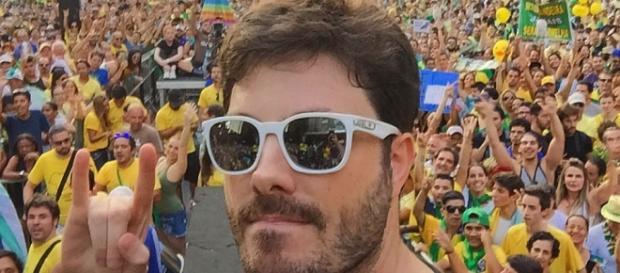 Danilo Gentili durante o protesto contra Dilma Rousseff, em abril. Foto: reprodução Facebook