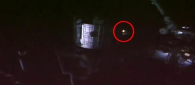 Objeto foi flagrado por uma das câmeras da ISS