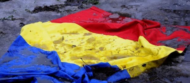 Tricolorul românesc trebuie ridicat din nămolul nepăsării