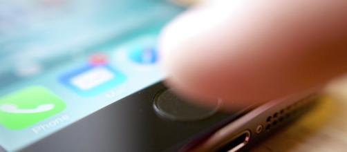 Demanda multimillonaria contra Apple por haber 'robado' la idea ... - sputniknews.com