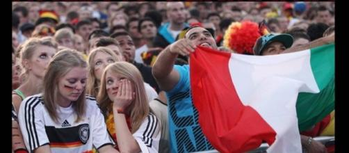 I tifosi italiani e tedeschi pronti all'ennesima sfida