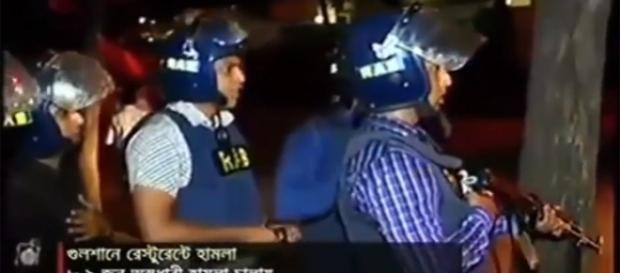 Bangladesh policemen exchange gun-fire with terrorists in Dhaka/Photo via YouTube