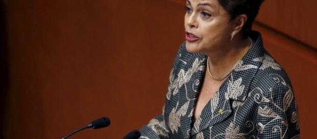 Dilma defende o partido em discurso feito numa manifestação pública