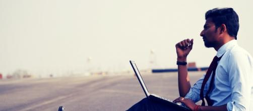 https://pixabay.com/en/man-work-think-laptop-professional-1205084/