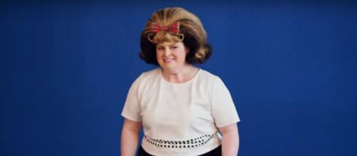 Yes, it's just a wig! (YouTube)