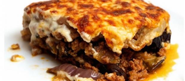 Ricetta del piatto pi famoso della cucina greca la moussaka for Piatto della cucina povera
