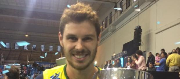 O levantador Bruninho recebe a Copa Personal, na Argentina